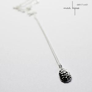 Petit collier en argent massif recyclé inspiré par la texture des graines