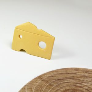 Pin's Fromage, porcelaine jaune